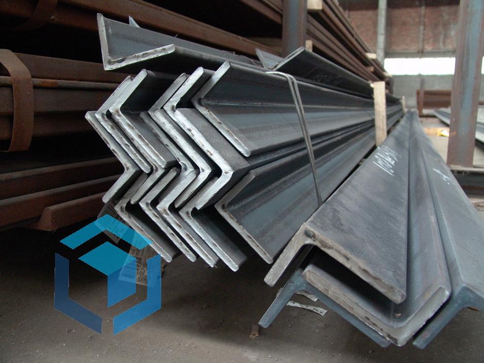 Равнополочный стальной уголок 40х40